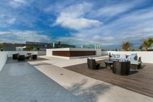 Wählen Sie mit Tipp zum Bau den richtigen Bodenbelag für Ihre Terrasse. Hier erfahren Sie alles über Terrassenplatten.