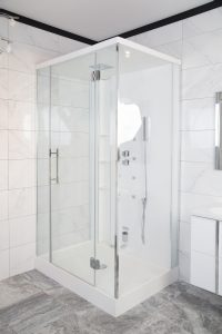 Erfahren Sie von Tipp zum Bau, wie Sie eine Duschkabine mit Sanitärwerkzeugen selbst einbauen.