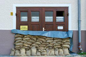 Tipp zum Bau erläutert, wie Sie Ihr Haus gegenüber Hochwasser schützen.