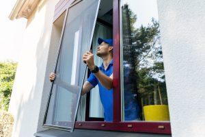 Erfahren Sie bei Tipp-zum-Bau, welche Möglichkeiten Sie für die Montage Ihres Außen-Rollladens haben.