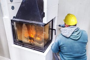 Tipp zum Bau informiert Sie darüber, was bei der Auftragsvergabe für einen Kaminbauer zu beachten ist.