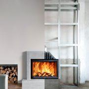 Montage von Holzofeneinsatz im Wohnzimmer mit Tipp zum Bau