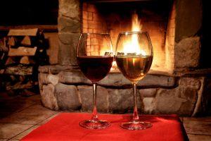 Ein offener Kamin im Haus sorgt für romantische Abende. Tipp zum Bau informiert Sie über alles Wichtige.