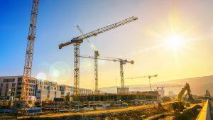 Der SiGeKo leitet bei besonderen Gefahren Maßnahmen ein. Welche das sind, erfahren Sie bei Tipp zum Bau.