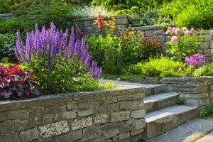 Infos über Natursteinstufen gibts bei Tipp zum Bau