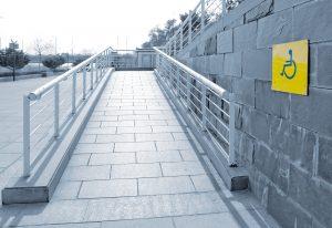 Tipp zum Bau erklärt, wie Rampen bei vertikalen Barrieren helfen.