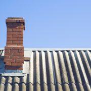 Ziegelstein auf dem Dach
