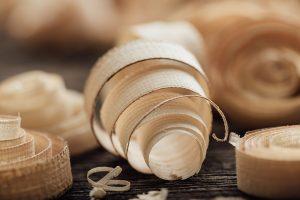 Holzfaserplatten helfen bei der Innendämmung.