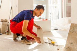 Über die Aufgaben des Bauunternehmens im Innenausbau informiert Sie Tipp zum Bau.