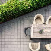 Terassensichtschutz durch eine Hecke bei Tipp zum Bau
