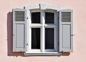 Fenster hemmen die Heizkraft von Elektroheizkörpern.