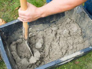 Tipp zum Bau empfiehlt Ihnen einen Beton-Instandsetzers für das Sanieren des Betons.
