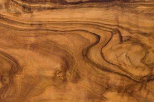 Begehbare Kleiderschränke aus Holzfurnieren besitzen keine Maserung.