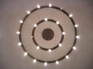 Entsprechende Beleuchtung sorgt für die richtige Stimmung in Ihrer Gartensauna. Tipp zum Bau erklärt die wesentlichen Unterschiede.