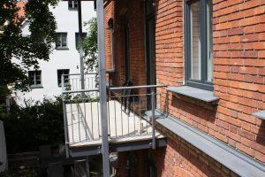 Auf die richtige Pflege des Geländers Ihres französischen Balkons kommt es an. Tipp zum zeigt Ihnen, was es zu berücksichtigen gilt.