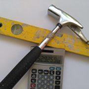 Hammer, Taschenrechner, Wasserwaage