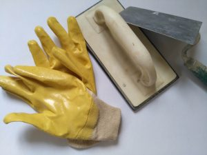Wie Sie Ihre Maurerwerkzeuge richtig reinigen, erfahren Sie bei Tipp zum Bau.