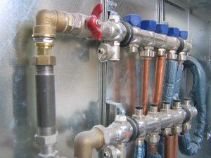 Tipp zum Bau verdeutlicht welche Fähigkeiten ein Heizungsinstallateur hat.