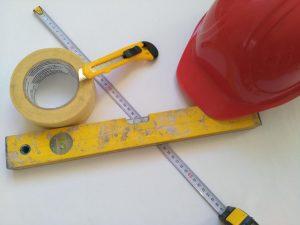 Tipp zum Bau zeigt Ihnen, wie Sie Ihren Teppich zuschneiden.