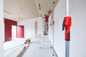 Über die Vorteile und Funktionen der Decken- und Montagestütze STE von BESSEY informiert Sie Tipp-zum-Bau.
