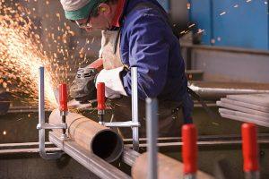 Tipp-zum-Bau erläutert Ihnen, weshalb Ganzstahl-Schraubzwingen bei Metallbauern so beliebt sind.