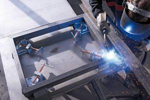 Weshalb Metallwinkelspanner Montage- und Schweißarbeiten erleichtern, erfahren Sie bei Tipp-zum-Bau.