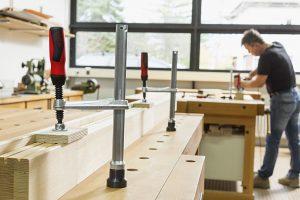 Alles Wissenswerte zu Spannelemente für Werkbänke und deren Gemeinsamkeiten mit Schraubzwingen erfahren Sie bei Tipp-zum-Bau.