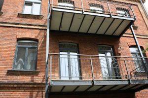 Balkone oder Markisen erfordern den Einsatz von Spezialdübeln. Mehr über Stahlanker erfahren Sie bei Tipp-zum-Bau.