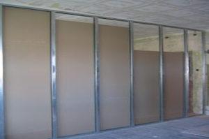Für Baustoffe mit Hohlräumen sind spezielle Hohlraum-Dübel erhältlich. Mehr dazu bei Tipp-zum-Bau.