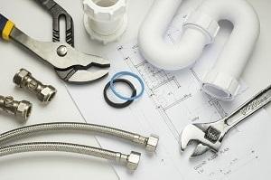 Bei Tipp zum Bau finden Sie heraus, welche Zangen zur Grundausstattung von Sanitärwerkzeugen gehören.