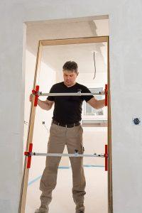 Bei Tipp zum Bau erfahren Sie alles Wissenswerte über die Funktionen von Türfutterstreben.