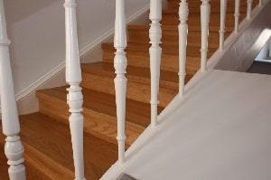 Tipp zum Bau stellt verschiedene Materialien für Ihre Dachbodentreppe gegenüber.