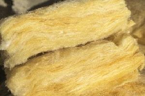 Tipp zum Bau erörtert die Vorteile von Schafwolle als Bestandteil Ihrer Kellerdeckendämmung.