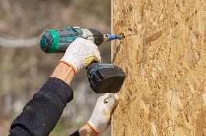 Tipp zum Bau rät Ihnen, Raufasertapete zu verwenden, um unvollkommene Wände interessant zu gestalten. Fügen Sie Textur und Dimension zu Ihrem Haus mit Struktur-Tapeten hinzu!