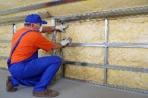 Tipp zum Bau stellt Ihnen das Anbringen der Innendämmung im Altbau vor.