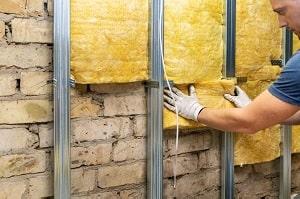 Tipp zum Bau vergleicht unterschiedliche Methoden der Kellerdeckendämmung.