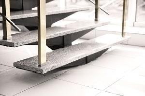 Tipp zum Bau rät Ihnen zu korrosionsfreien Materialien für Ihre Außentreppe.