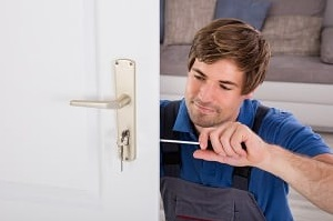 Lernen Sie bei Tipp zum Bau die verschiedenen Vorgaben für die Instandhaltung und Wartung der Brandschutz-Tür kennen.