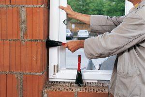 Bei Tipp zum Bau erfahren Sie, wie Sie Fenster-Richtzwingen richtig nutzen.