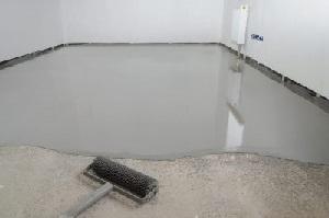 Über die unterschiedlichen Anwendungsbereiche von Flüssigkunststoff informiert Tipp zum Bau.
