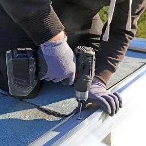 Tipp zum Bau zeigt Ihnen, dass eine Unterdruckentwässerung sich für Flachdächer eignet.