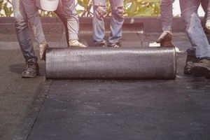Was ein Foliendach ist und aus welchen Materialien es besteht: Das erklärt das Glossar von Tipp zum Bau.