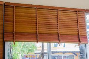 Was die Holzlamelle ist und wo sie Anwendung findet: Das erklärt das Glossar von Tipp zum Bau.