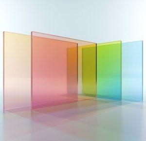 Das Glossar von Tipp zum Bau erklärt, was die Lichtdurchlässigkeit ist und wie die Glasarten diese beeinflussen.