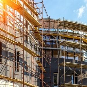 Rahmengerüste lassen sich schnell montieren und sind für den Hochbau geeignet.